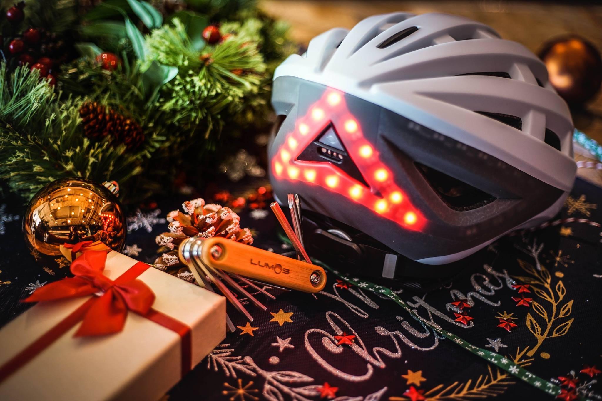 Lumos Fahrradhelm mit Licht
